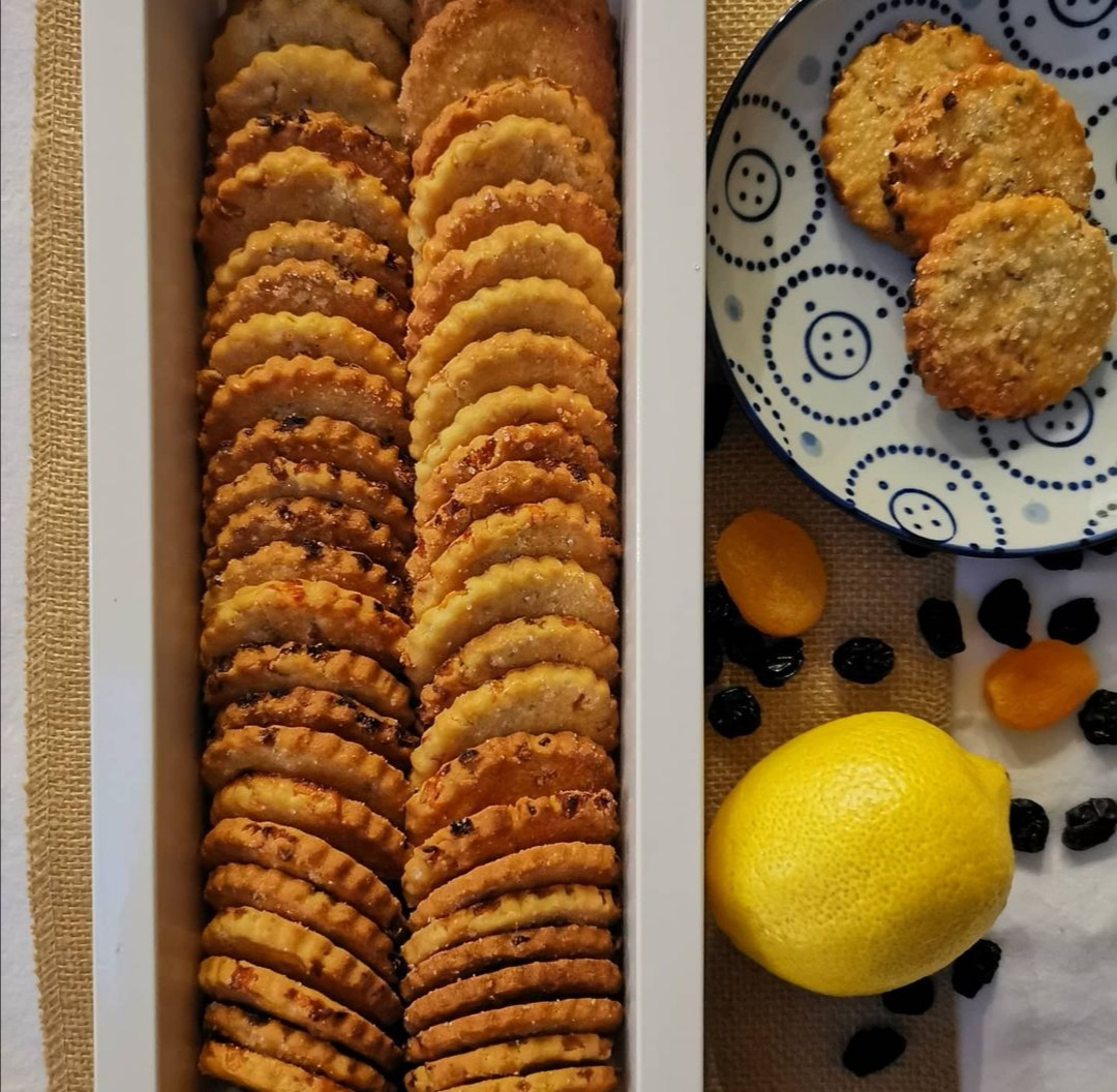Black Raisin Biscuits - 1 Box (50 pieces)